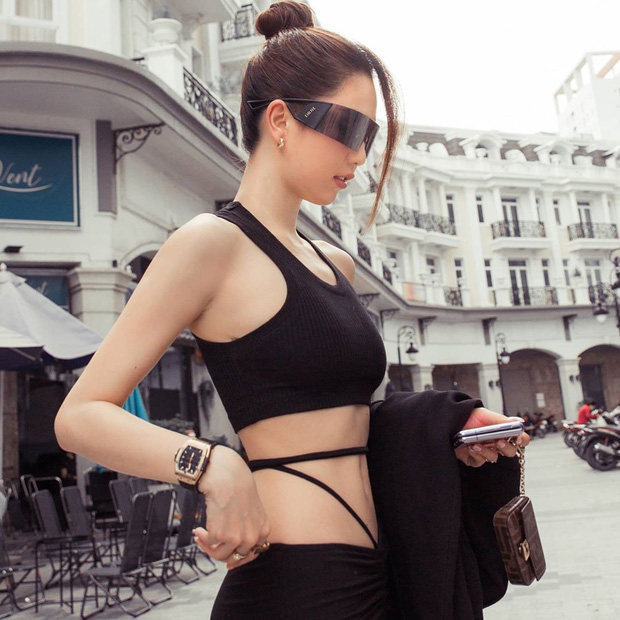 """Instagram look của sao Việt tuần qua: Vòng 2 của Ngọc Trinh lại chiếm spotlight, Hoà Minzy và Linh Ka """"tư tưởng lớn gặp nhau"""" - Ảnh 2."""