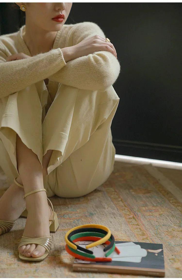 Nhìn hội gái Pháp ra ngay 3 cách diện áo cardigan mỏng xinh ngất mà cũng sành điệu ghê gớm - Ảnh 4.