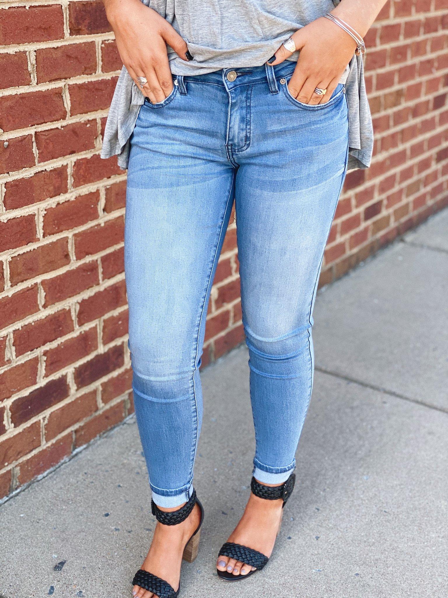 BTV thời trang chỉ ra kiểu quần jeans đã khiến chân to còn lạc mốt đến nơi rồi, chị em đừng dại mà sắm
