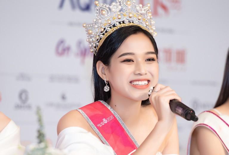 Ngoài hàm răng không đều, Tân Hoa hậu Đỗ Thị Hà còn có thêm một nhược điểm nhan sắc mà để ý kỹ mới nhận ra - Ảnh 4.