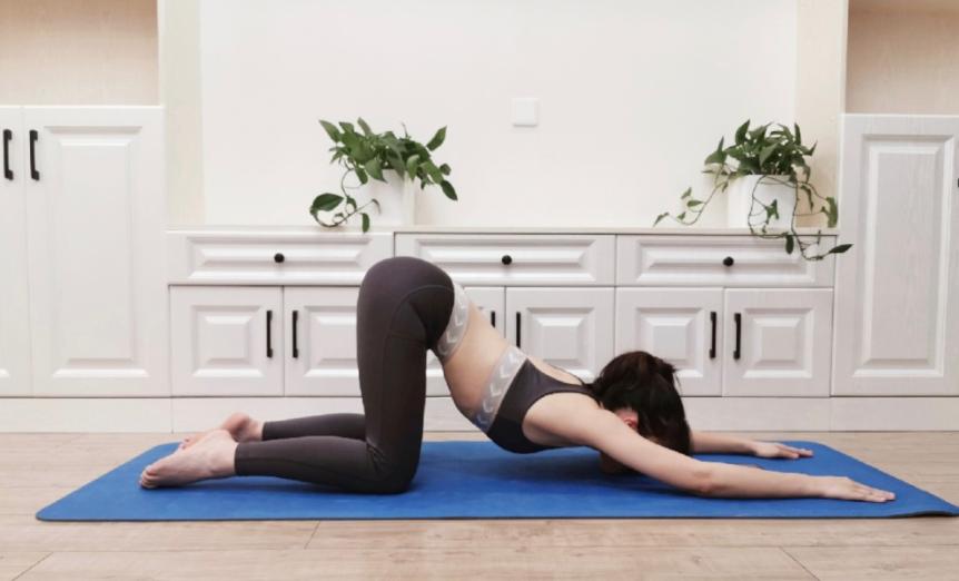 Nàng văn phòng hay ngồi nhiều cần ghim ngáy 5 động tác giản cơ, tránh nhức mỏi và tích mỡ bụng - Ảnh 2.