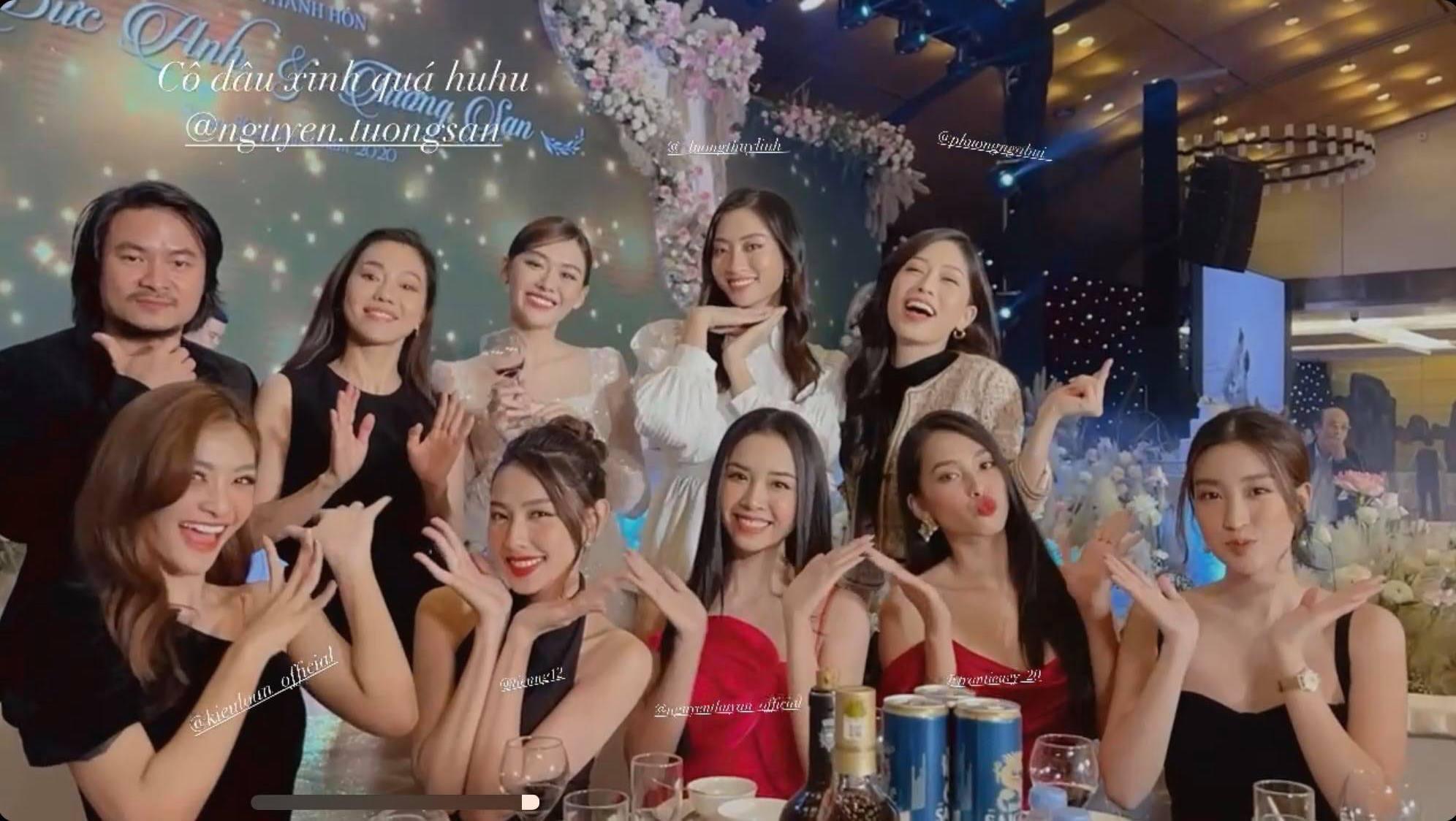 """Khi bạn là cô dâu, nhưng khách mời toàn Hoa hậu, thì không tránh được khoảnh khắc """"lọt thỏm"""" trong dàn mỹ nhân váy áo gợi cảm - Ảnh 2."""