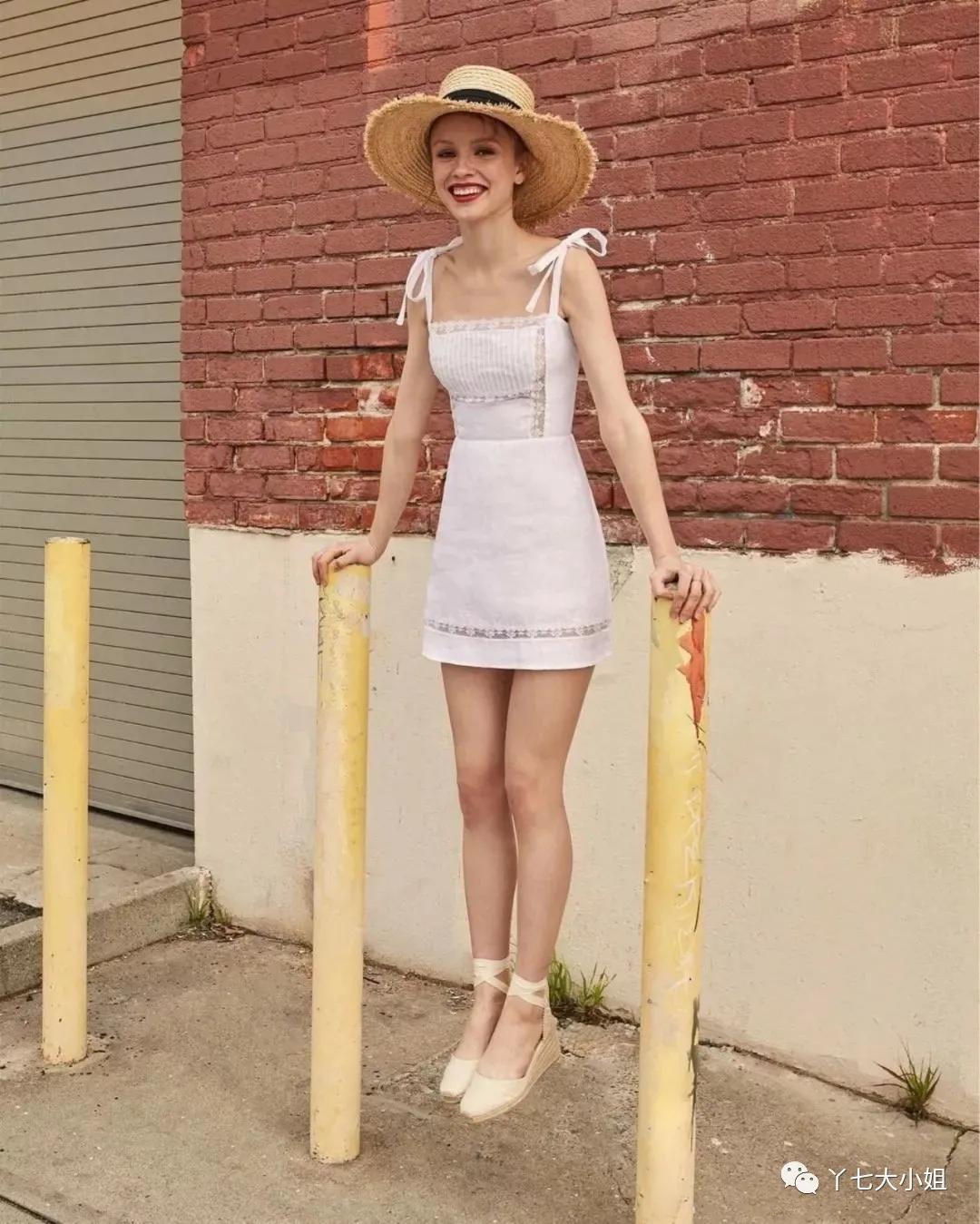 """4 kiểu váy trắng mặc lên hack ngay 5 tuổi, diện đi làm hay đi chơi cũng """"max"""" xinh - Ảnh 1."""