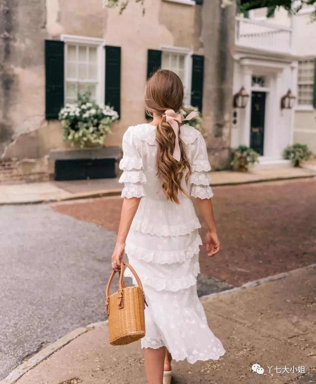 """4 kiểu váy trắng mặc lên hack ngay 5 tuổi, diện đi làm hay đi chơi cũng """"max"""" xinh - Ảnh 14."""