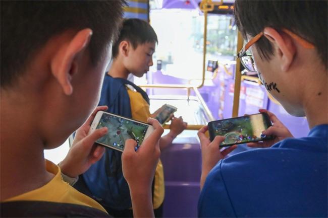 Bị bố yêu cầu ngừng chơi điện thoại di động, thiếu niên 14 tuổi có hành động phản kháng khiến nhiều phụ huynh phải giật mình - Ảnh 1.