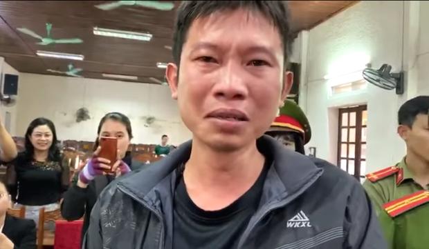 Chủ trang trại trắng tay sau lũ khóc nức nở khi nhận tiền hỗ trợ của ca sĩ Thủy Tiên - Ảnh 2.