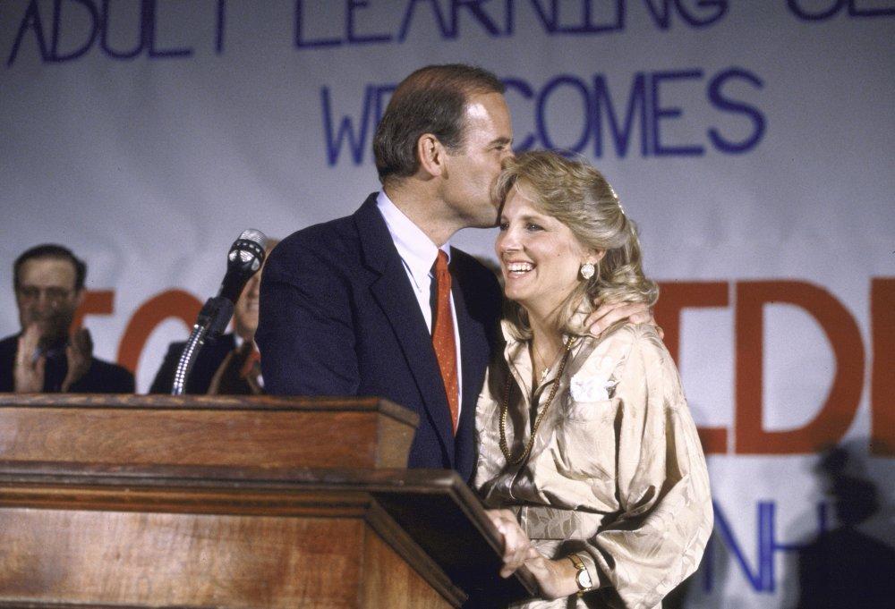 """""""Hậu phương"""" của ông Biden: Vị phu nhân gần 70 tuổi """"sắc nước hương trời"""" với gu thời trang thanh lịch, giản dị đậm nét hoàng gia - Ảnh 6."""