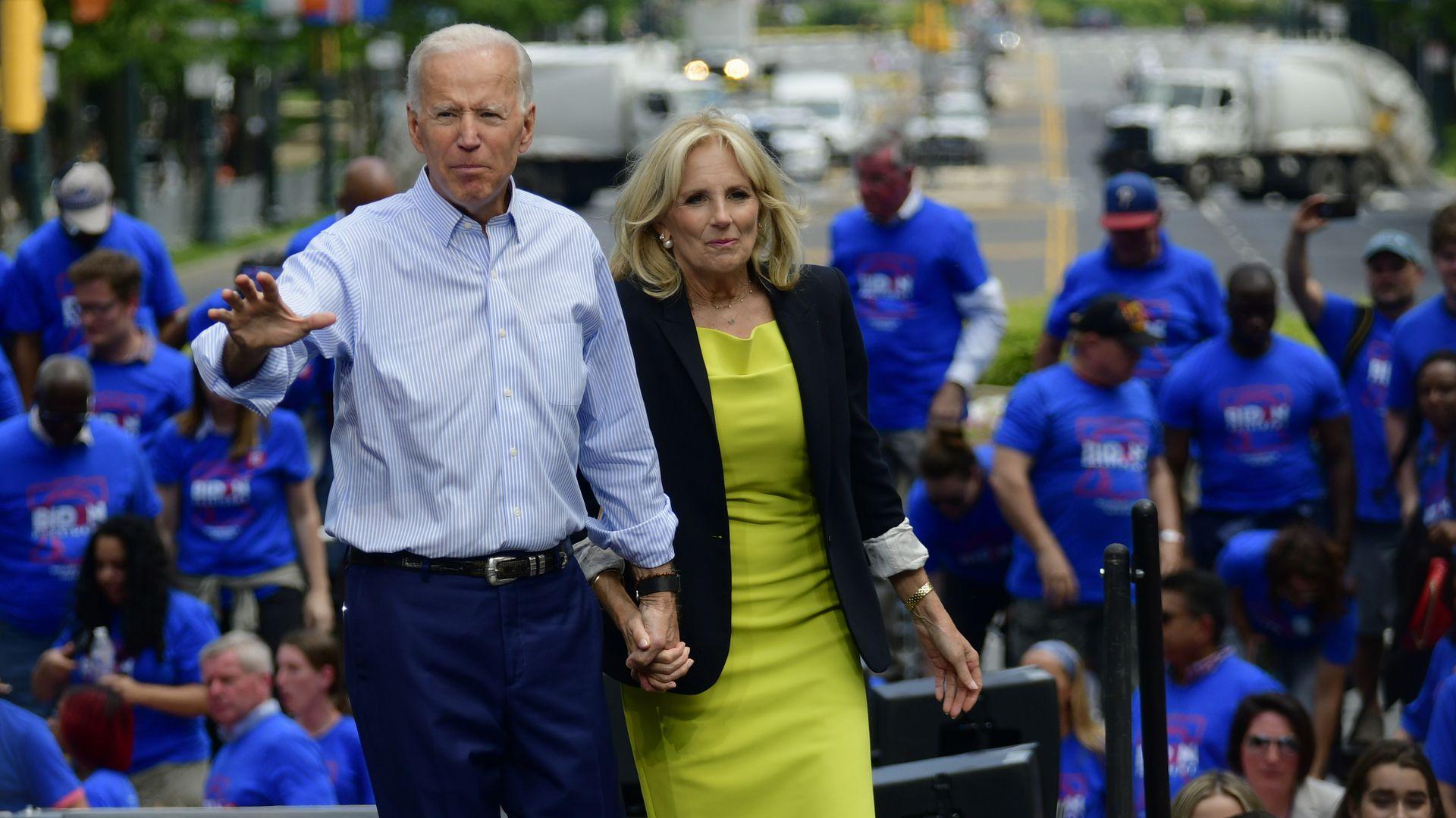"""""""Hậu phương"""" của ông Biden: Vị phu nhân gần 70 tuổi """"sắc nước hương trời"""" với gu thời trang thanh lịch, giản dị đậm nét hoàng gia - Ảnh 9."""
