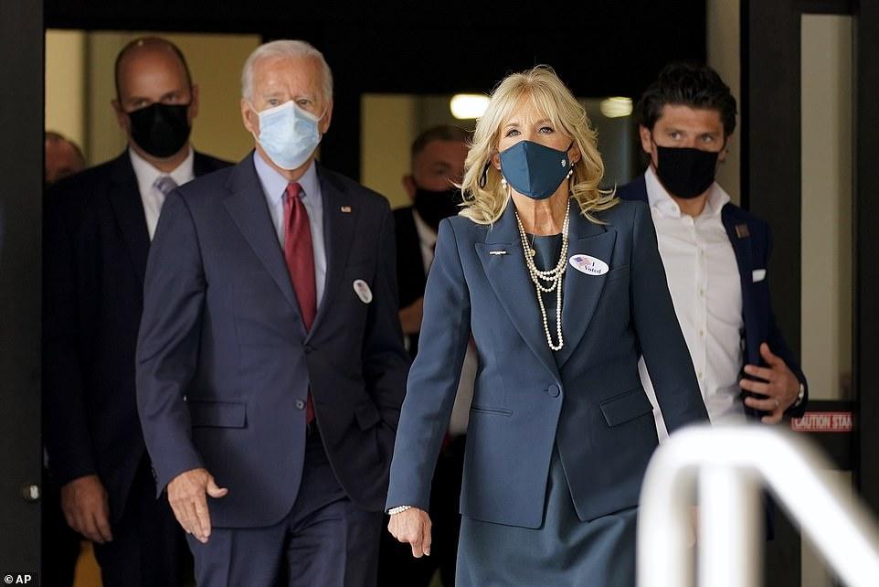 """""""Hậu phương"""" của ông Biden: Vị phu nhân gần 70 tuổi """"sắc nước hương trời"""" với gu thời trang thanh lịch, giản dị đậm nét hoàng gia - Ảnh 7."""
