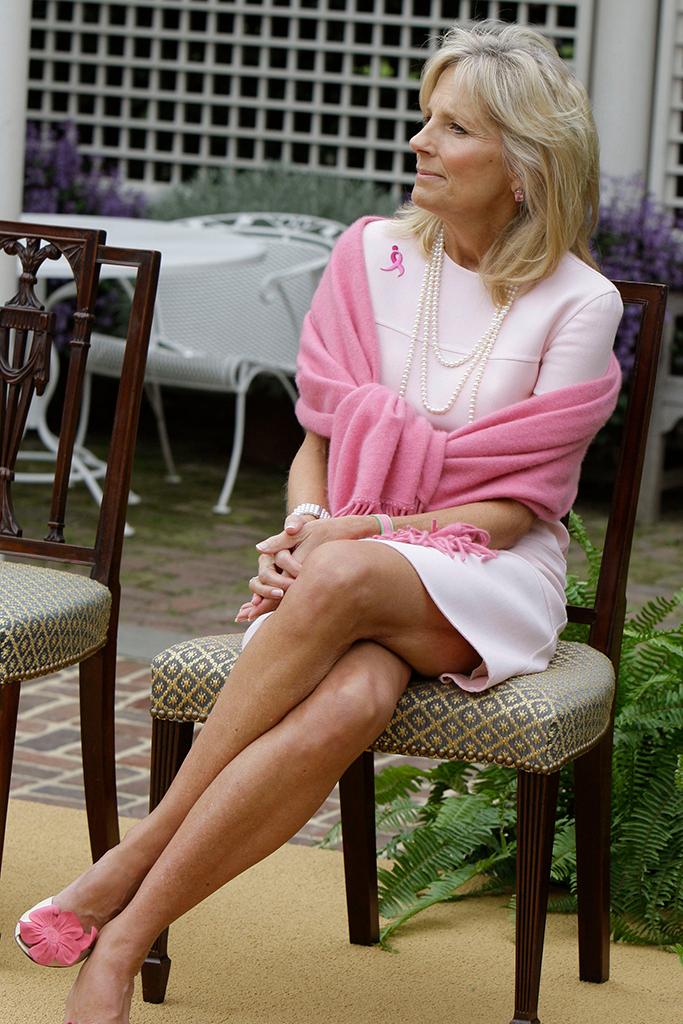 """""""Hậu phương"""" của ông Biden: Vị phu nhân gần 70 tuổi """"sắc nước hương trời"""" với gu thời trang thanh lịch, giản dị đậm nét hoàng gia - Ảnh 11."""