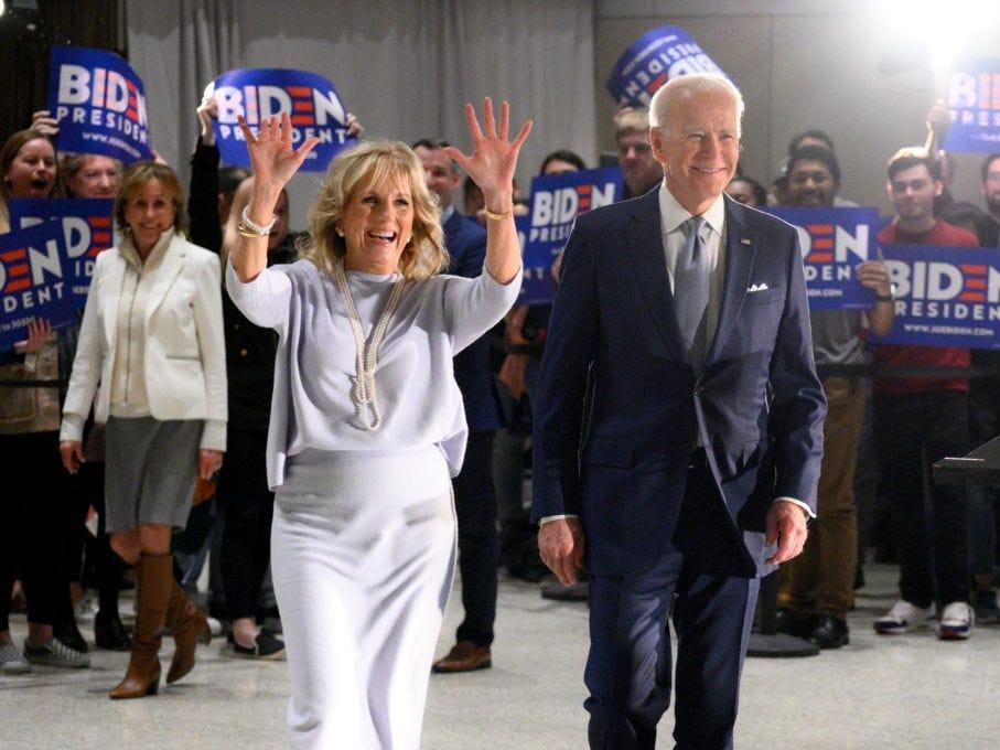 """""""Hậu phương"""" của ông Biden: Vị phu nhân gần 70 tuổi """"sắc nước hương trời"""" với gu thời trang thanh lịch, giản dị đậm nét hoàng gia - Ảnh 8."""