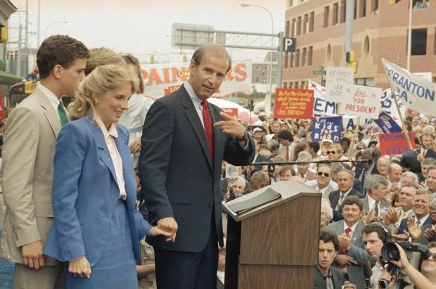 """""""Hậu phương"""" của ông Biden: Vị phu nhân gần 70 tuổi """"sắc nước hương trời"""" với gu thời trang thanh lịch, giản dị đậm nét hoàng gia - Ảnh 3."""