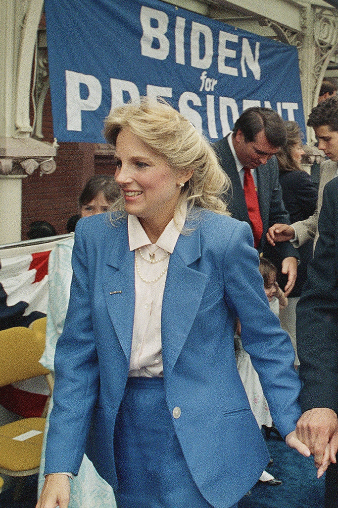 """""""Hậu phương"""" của ông Biden: Vị phu nhân gần 70 tuổi """"sắc nước hương trời"""" với gu thời trang thanh lịch, giản dị đậm nét hoàng gia - Ảnh 4."""