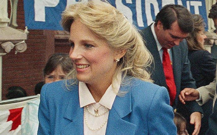 """""""Hậu phương"""" của ông Biden: Vị phu nhân gần 70 tuổi """"sắc nước hương trời"""" với gu thời trang thanh lịch, giản dị đậm nét hoàng gia - Ảnh 2."""