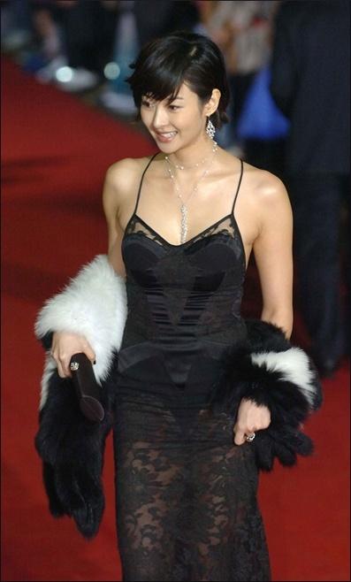 """""""Mẹ Suzy"""" Song Seon Mi: Gây tranh cãi vì mặc đồ phản cảm khoe nguyên vòng 3 trên thảm đỏ, bất hạnh khi chồng bị anh họ giết hại do tranh chấp khối tài sản hơn 1.000 tỷ đồng - Ảnh 7."""