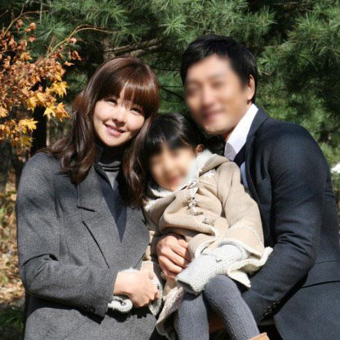 """""""Mẹ Suzy"""" Song Seon Mi: Gây tranh cãi vì mặc đồ phản cảm khoe nguyên vòng 3 trên thảm đỏ, bất hạnh khi chồng bị anh họ giết hại do tranh chấp khối tài sản hơn 1.000 tỷ đồng - Ảnh 11."""