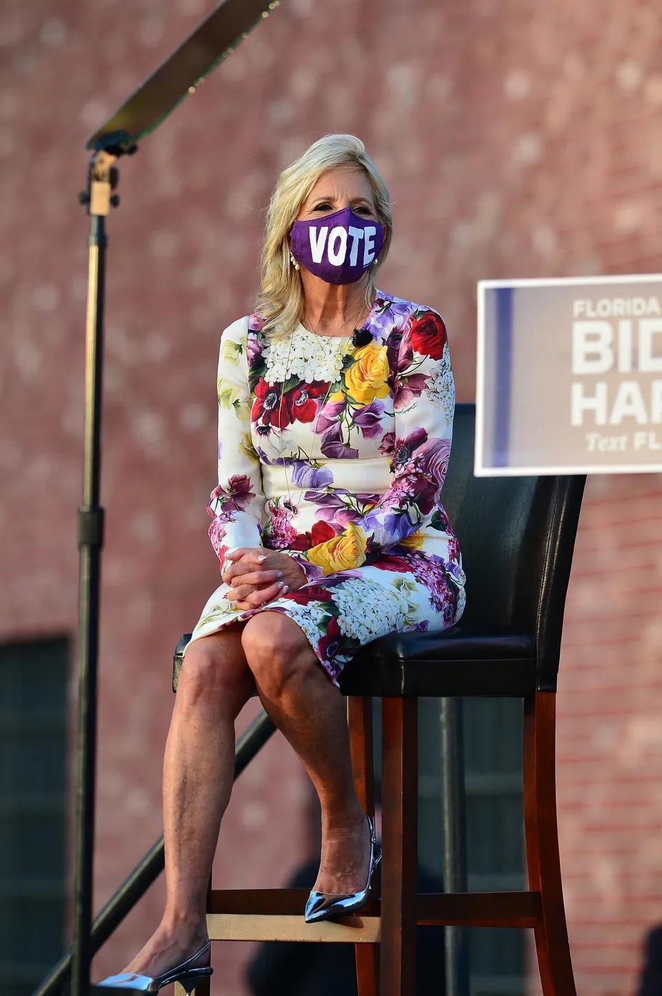 """Những """"ẩn ý"""" từ trang phục từ vợ khiến ông Biden """"mát lòng"""" khi ra tranh cử  - Ảnh 8."""