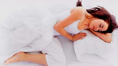Nằm ngủ ở tư thế này có thể khiến nhiều chị em đỏ mặt nhưng thực tế lại vô cùng có lợi cho gan, thận, vùng kín - Ảnh 2.