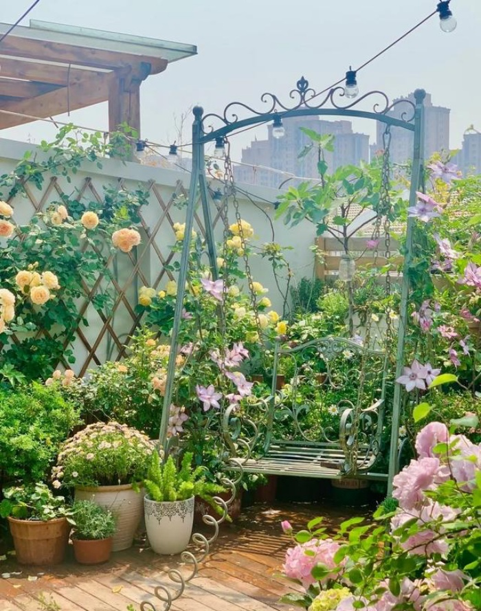 Vì yêu hoa, cô gái xinh như mộng mua ngay căn hộ áp mái để trồng cả vườn hồng trên sân thượng rộng 33m² - Ảnh 8.