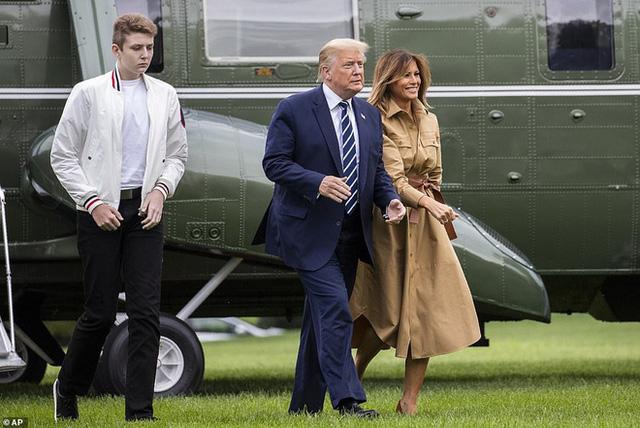 """Chỉ mới 14 tuổi nhưng cậu út nhà ông Donal Trump đã khiến ai cũng phải """"ngước nhìn"""" vì chiều cao nổi bần bật - Ảnh 5."""