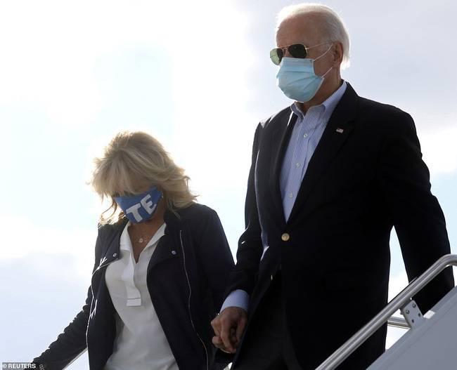 """Những """"ẩn ý"""" từ trang phục từ vợ khiến ông Biden """"mát lòng"""" khi ra tranh cử  - Ảnh 7."""