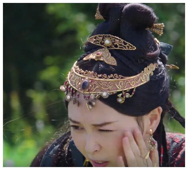 """""""Yến Vân Đài"""": Đường Yên bị diễn viên phụ đấm vào mặt, phản ứng đau đớn sau đó mới đáng nói  - Ảnh 10."""