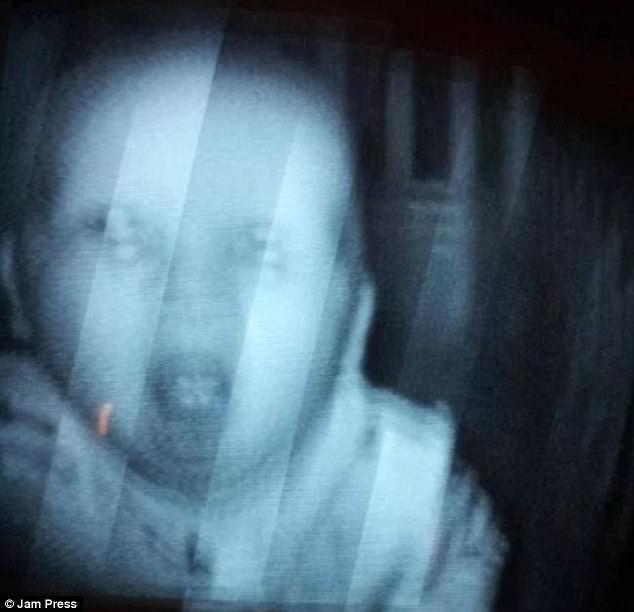 Được nhờ đến trông cháu, cô gái trẻ hoảng sợ nhìn thấy cảnh tượng trong cũi khi đứa trẻ ngủ chúc đầu xuống giường, phải cầu cứu dân mạng - Ảnh 7.