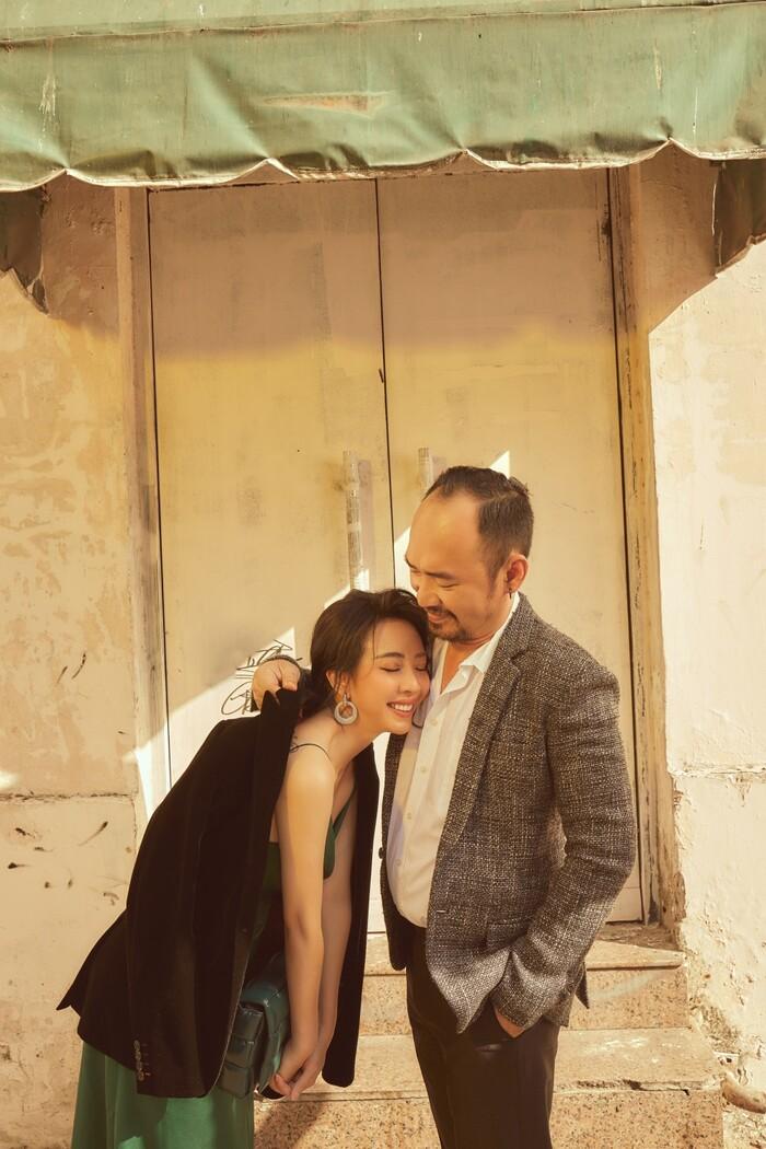 """Thu Trang kể sự thật phía sau cảnh tốc váy trong """"Tiệc trăng máu"""", hôn nhân đời thực không như phim vì chồng có bao nhiêu tiền đưa hết cho vợ"""