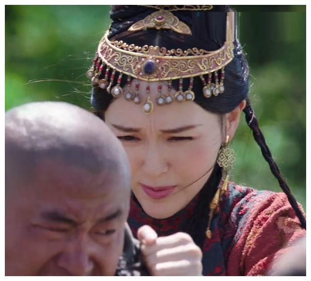 """""""Yến Vân Đài"""": Đường Yên bị diễn viên phụ đấm vào mặt, phản ứng đau đớn sau đó mới đáng nói  - Ảnh 4."""