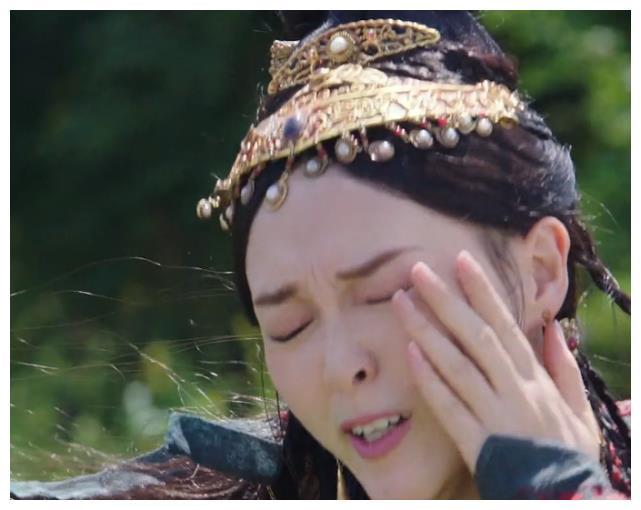 """""""Yến Vân Đài"""": Đường Yên bị diễn viên phụ đấm vào mặt, phản ứng đau đớn sau đó mới đáng nói  - Ảnh 9."""
