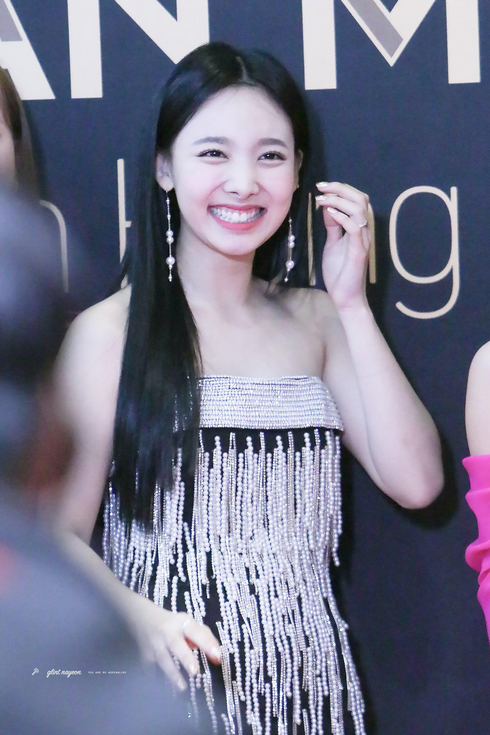 Winter (aespa) vừa debut đã đụng váy Nayeon mặc từ 2 năm trước: Gà mới nhà SM có qua mặt mỹ nhân Twice? - Ảnh 4.