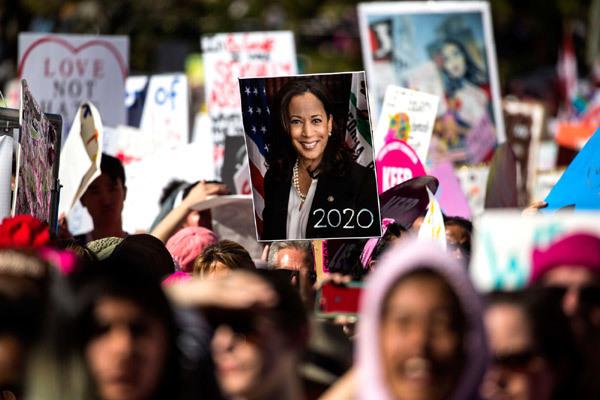 Vừa nhận tin chiến thắng, nữ Phó thống Mỹ đắc cử đã gửi thông điệp gây xúc động nghẹn ngào và những bức ảnh hiếm thấy của bà khi còn nhỏ - Ảnh 23.
