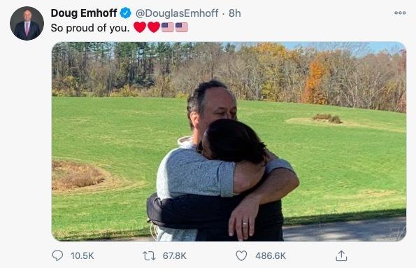 """Phó Tổng thống Mỹ vừa đắc cử được mệnh danh là """"người phá vỡ rào cản"""" quý hiếm chưa từng thấy, thông điệp tình tứ của chồng khiến dân mạng """"lịm tim"""" - Ảnh 3."""