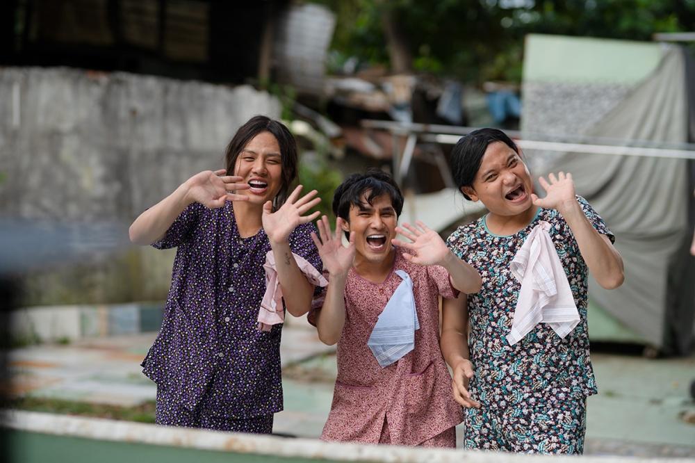 Huỳnh Lập – Duy Khánh – Lê Nhân gây sốc khi đưa chuyện Thủy Tiên đi từ thiện, Đông Nhi sinh con vào sản phẩm mới đầy thâm thúy
