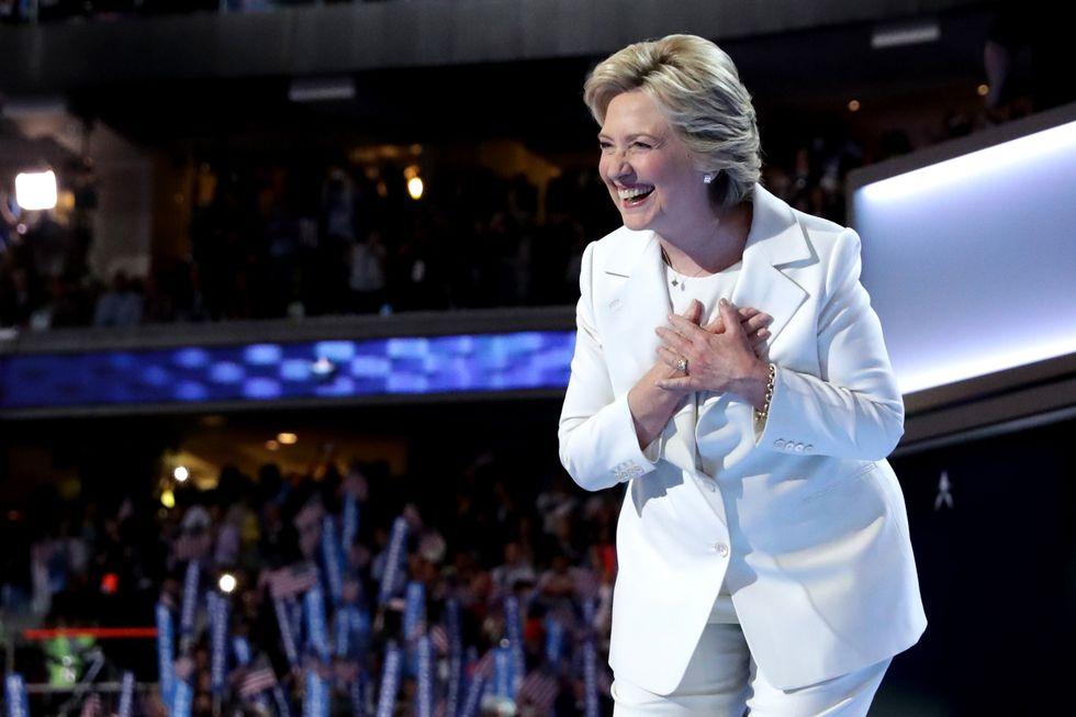 Nữ phó Tổng thống Mỹ đầu tiên trong lịch sử: U60 vẫn đi sneakers nhưng nguyên nhân sâu xa thì không phải ai cũng biết  - Ảnh 3.