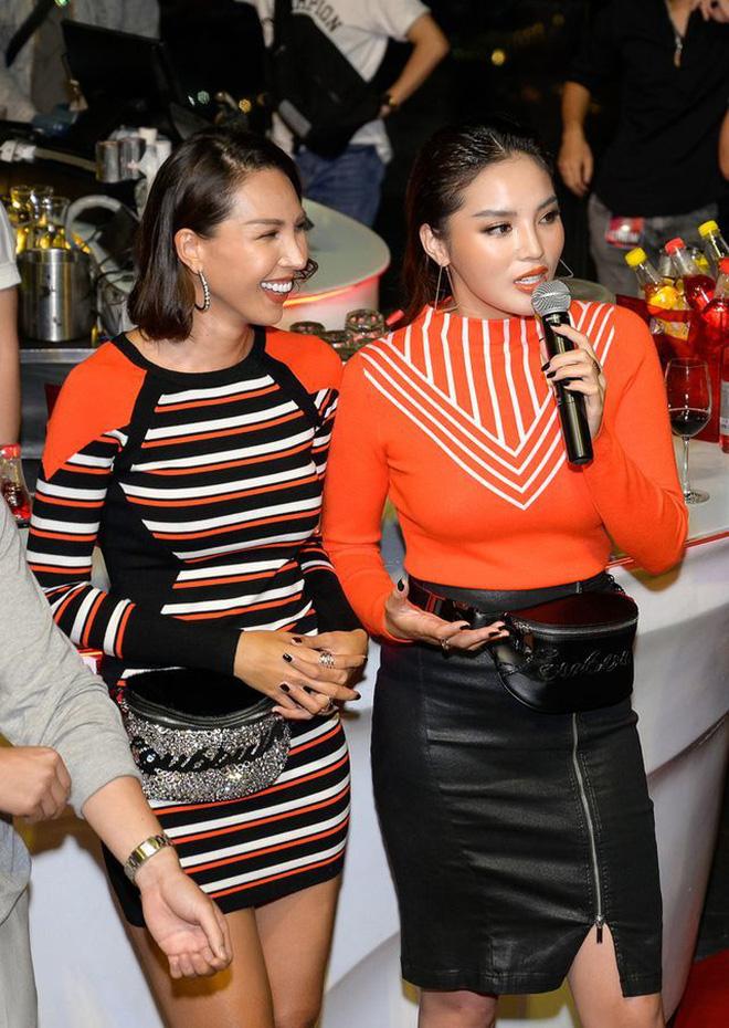 """Mix & Phối - Những pha tự quay vào """"ô mất lượt"""" vì mặc đồ bó tới lộ hết khuyết điểm của người đẹp Việt - chanvaydep.net 6"""