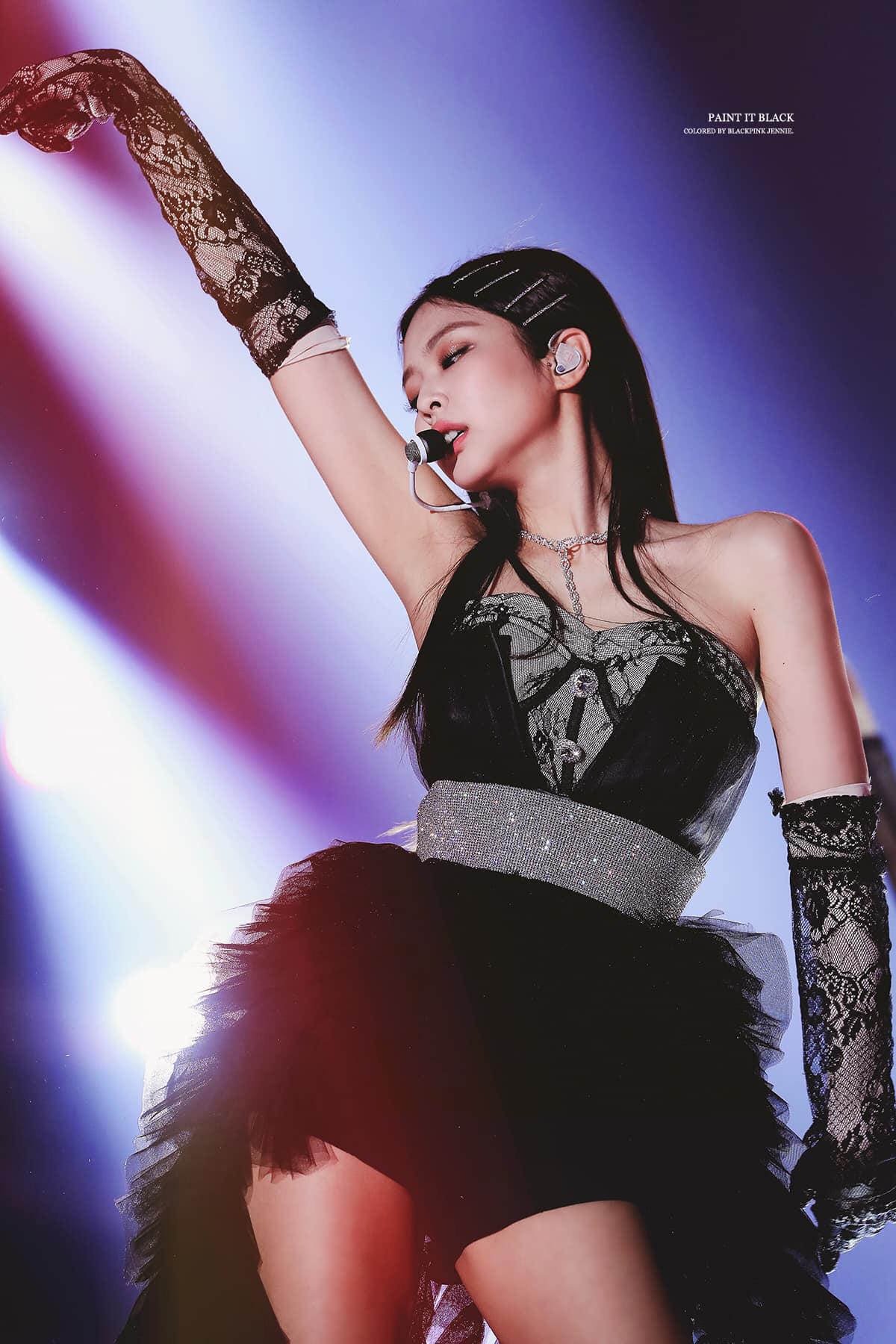 Sắp kỷ niệm 2 năm ngày debut với SOLO, cùng điểm lại những set đồ iconic nhất trong đợt quảng bá của Jennie - Ảnh 6.