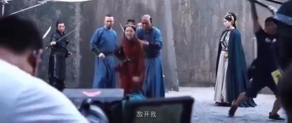 """""""Yến Vân Đài"""": Đường Yên khóc lóc khi bị ép bỏ Đậu Kiêu, bà bầu bụng to mà chạy té nhào cực nguy hiểm - Ảnh 5."""