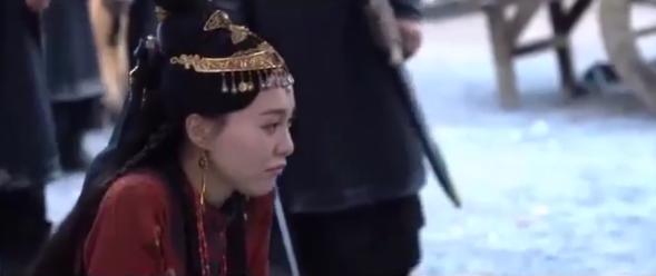 """""""Yến Vân Đài"""": Đường Yên khóc lóc khi bị ép bỏ Đậu Kiêu, bà bầu bụng to mà chạy té nhào cực nguy hiểm - Ảnh 8."""