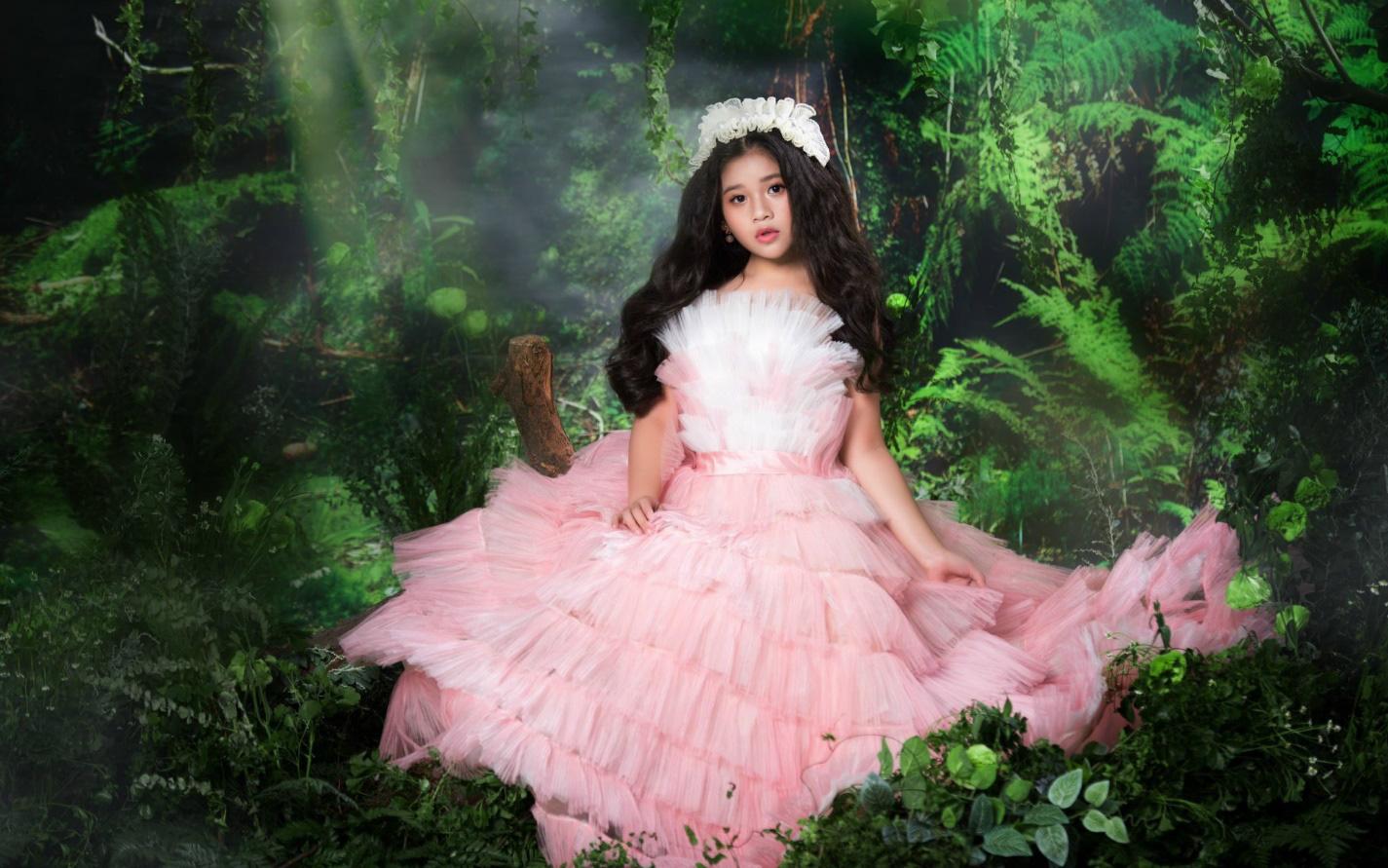 Vẻ đẹp trong treo như thiên thần của mẫu nhí Lâm Nguyễn Minh Vy