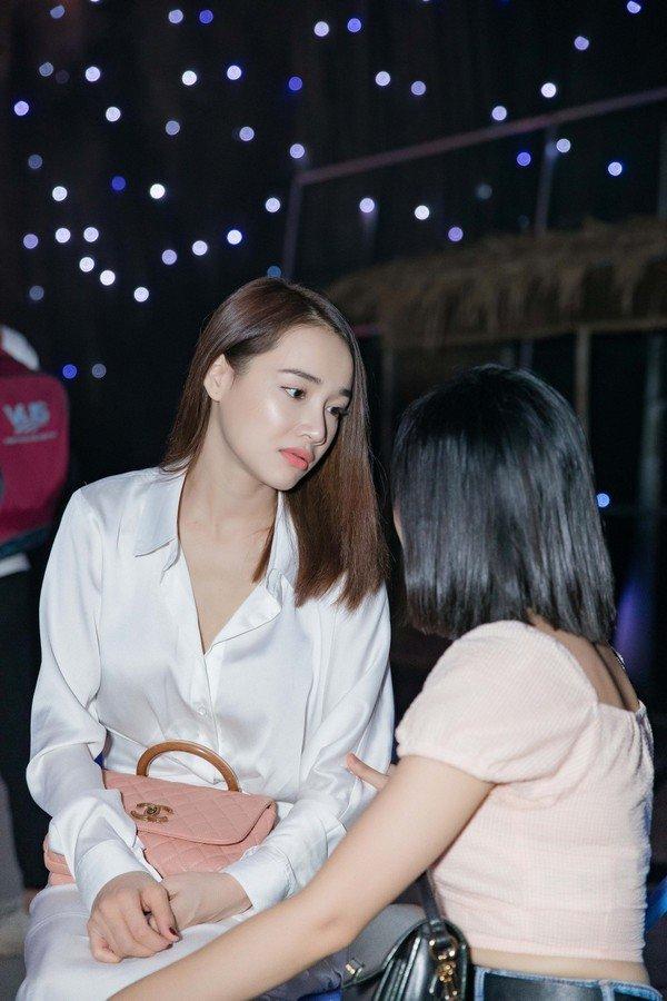 Nhã Phương là bà vợ được nhiều nhất Vbiz: Chồng lo chuyện kiếm tiền, vợ sung sướng diện đồ Chanel 70 triệu đi dự sự kiện - Ảnh 9.