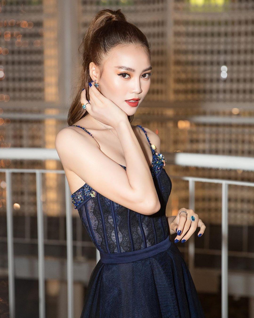 Để không phải hất tóc vào mặt người khác, Á hậu Linh Chi nên tham luôn và khảo ngay loạt style tóc đi dự sư kiện sang - xịn - mịn thế này - Ảnh 6.
