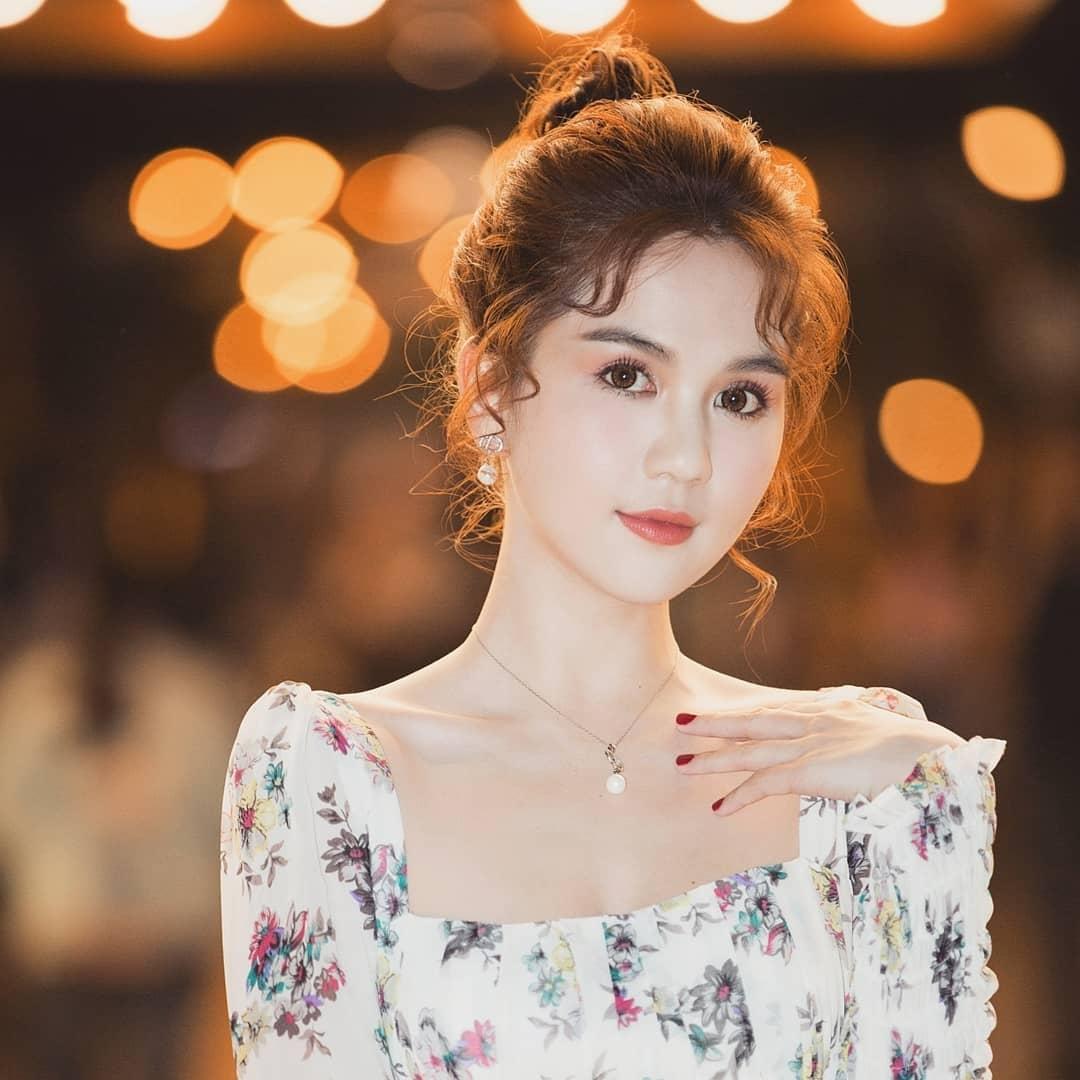 Để không phải hất tóc vào mặt người khác, Á hậu Linh Chi nên tham luôn và khảo ngay loạt style tóc đi dự sư kiện sang - xịn - mịn thế này - Ảnh 3.