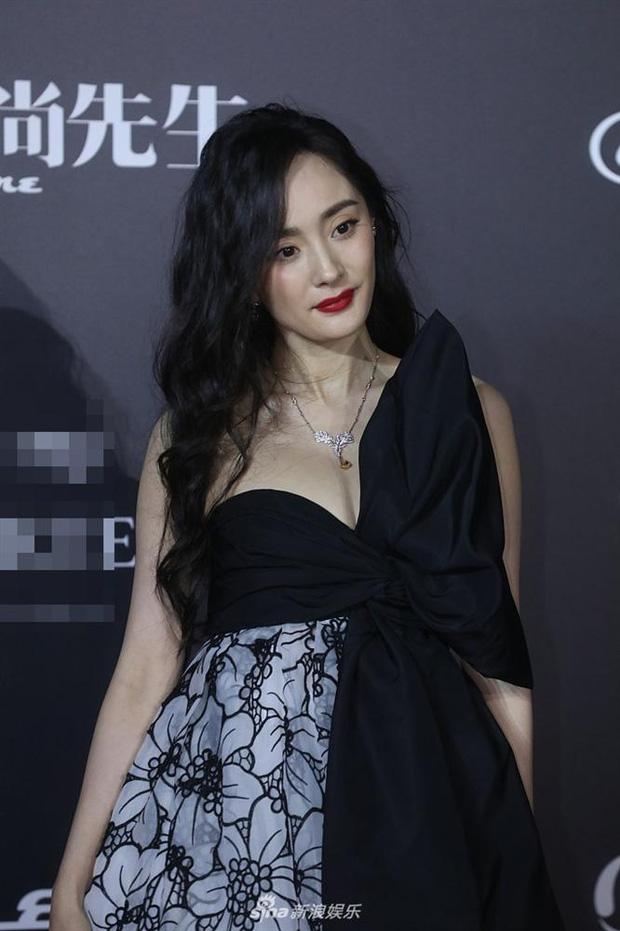 """Dương Mịch gây thất vọng bởi diện mạo già nua đến khó tin, netizen la ó: """"Nên đuổi ngay stylist của cô đi!"""" - Ảnh 1."""