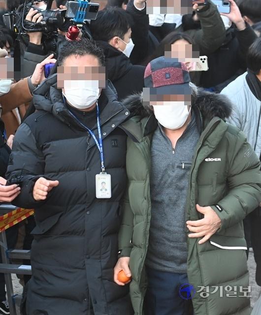 Tên tội phạm ấu dâm vụ bé Nayoung được thả tự do vào hôm nay, hé lộ lời nói đầu tiên của hắn và chi tiết kỳ lạ trên tay - Ảnh 6.