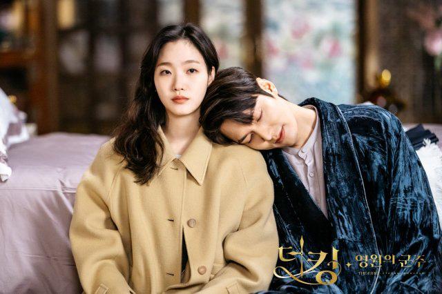 """Hyun Bin - Son Ye Jin là cặp đôi màn ảnh xứ Hàn được yêu thích nhất năm 2020, nhưng 6 cái tên này cũng """"rần rần"""" không kém - Ảnh 5."""