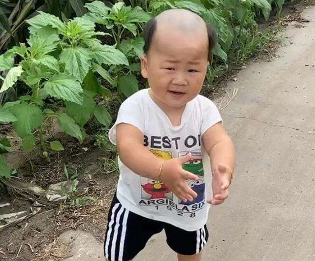 """Ông bố ra tay cắt tóc cho con, mẹ nhận """"sản phẩm"""" mà đắng lòng không để đâu cho hết - Ảnh 4."""