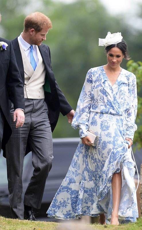 Lên đồ đi đám cưới, Kate Middleton tinh tế - Meghan Markle phản cảm khi hết lộ nội y đến vô duyên lấn át cô dâu - Ảnh 4.