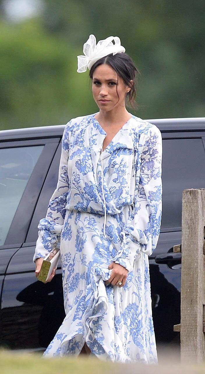 Lên đồ đi đám cưới, Kate Middleton tinh tế - Meghan Markle phản cảm khi hết lộ nội y đến vô duyên lấn át cô dâu - Ảnh 3.