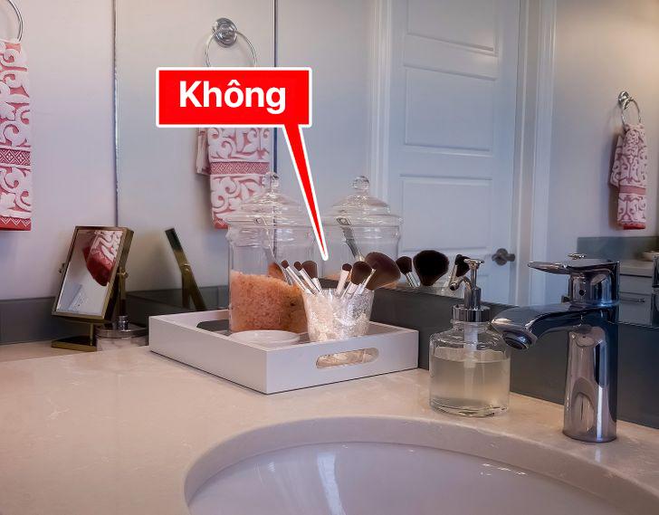 10 món đồ bạn thực sự không nên để trong phòng tắm vì có thể gây hại cho sức khỏe - Ảnh 2.